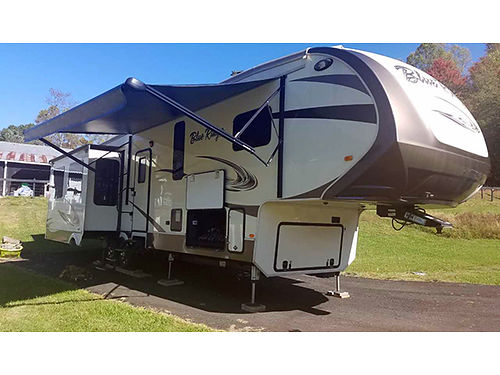 2016 FORREST RIVER Blue Ridge 5th wheel 41 4 slides fully self contained auto level fireplace