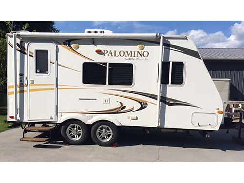 2011 PALAMINO MICRO-LITE 17 double axle travel trailer queen bed heat  air