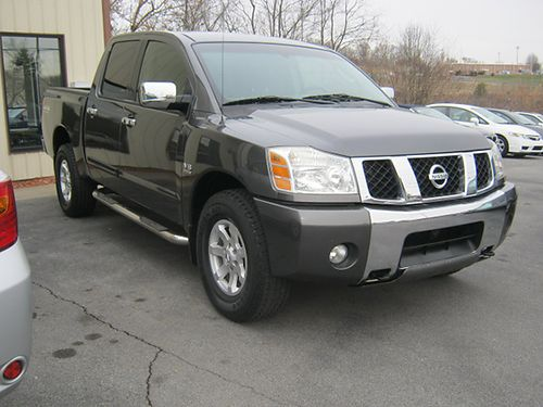 2004 NISSAN TITAN crew cab 4x4 4 dr keyless entry V8 auto loaded CD cruise bedliner low mile