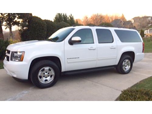 2010 CHEVROLET SUBURBAN LT white 2WD V8 auto fr air loaded heated leather tow pkg rear cam