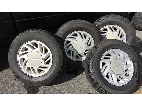 TIRES  WHEELS 4 tires on 1992 Ford Thunderbird mag wheels P215-70R-15 450 276-312-6796 Gray TN