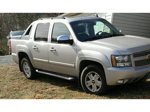 2007 CHEVY AVALANCHE Z71 package133000 miles dvd premium stereo leather New Michelin tires 12