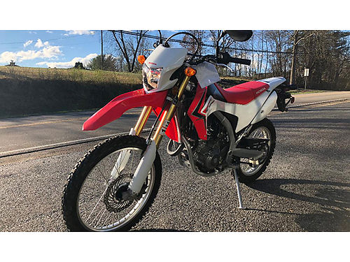 2013 HONDA CRF 250 Clean Great Looking Dirt Bike Very well taken care of 3219 miles 01995M Blu