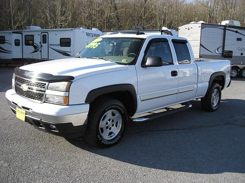 2006 CHEVY SILVERADO LT 4X4 auto air sunroof loaded only 83000 miles locally owned 7687 13
