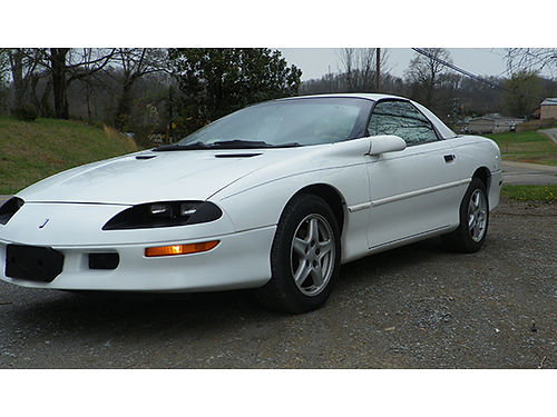1997 CHEVY CAMARO white 6cyl 5sp air tilt cruise amfm CD 09785C 2195 Bluff City Used Cars 4