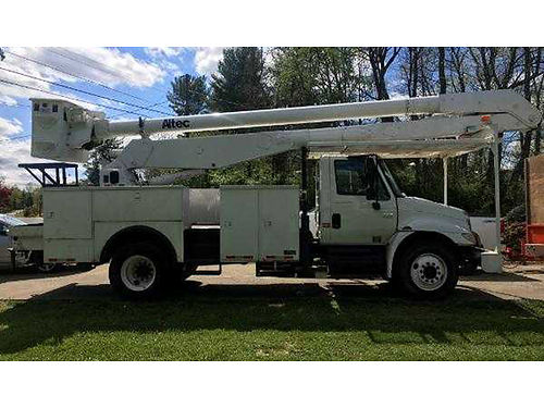 2005 INTL BUCKET TRUCK totally rebuilt DT466 manual trans 60 working heigth boom well maintained