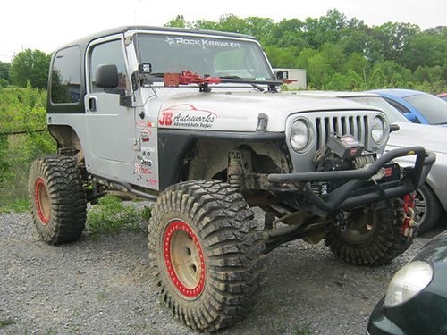 2006 JEEP WRANGLER 4x4 40 6 cyl 6 sp CD 100k miles 55 Backcrawler lift Genright fuel cell