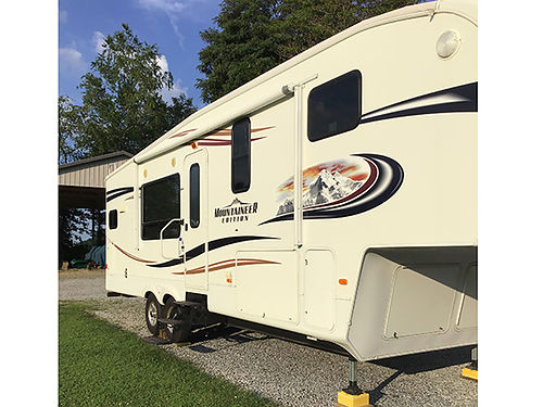 2011 MONTANA MOUNTAINEER 5th wheel 29 2 slides elec awning front kitchen LR queen sofa bed