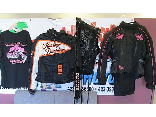 LADIES RIDING GEAR 4pcs  extra pieces some Harley Ladies size medium 150 all 423-574-1174 Bloun