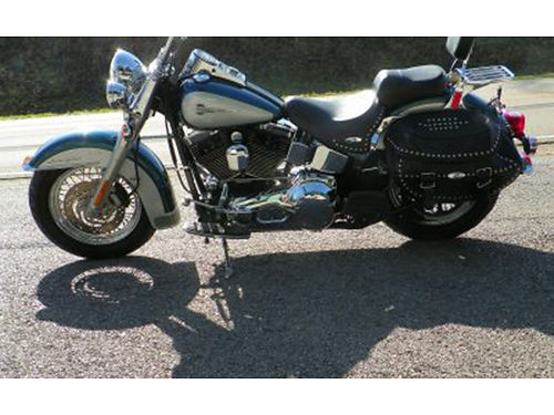 2004 HARLEY SOFTAIL 6sp Screaming Eagle pistons and cams sounds great This is a really sharp bike