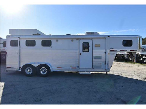 HORSE TRAILER 3 horse w7 living quarters slant load nice clean loaded new battery and tires
