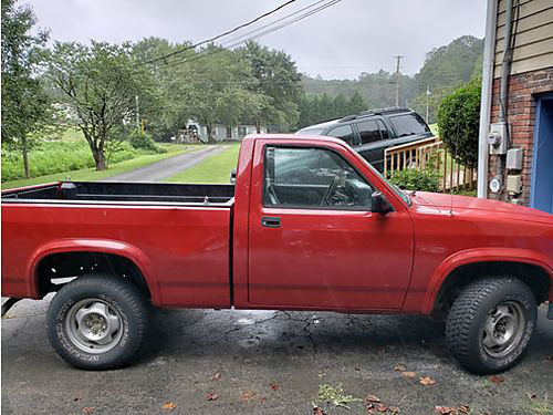 1991 DODGE DAKOTA SPORT 4wd 318 auto air lots of new parts  fresh paint new tires bedliner t