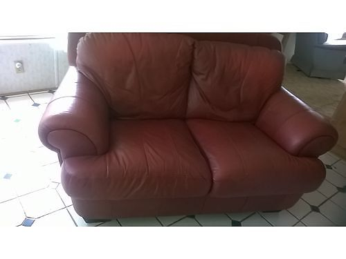 LOVESEAT  CHAIR Rich Burgundy Leather nice set 250 for both Andersonville 865-494-8012 see p