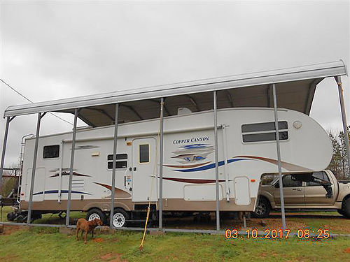 2007 COPPER CANYON 32 large single slide excellent condition twin bunks full bed lots storage