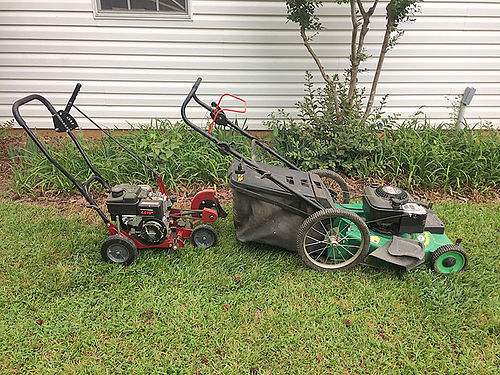 LAWN EQUIPMENT - Walk behind self-propelled mower with bagger 52hp Briggs  Stratton engine 100