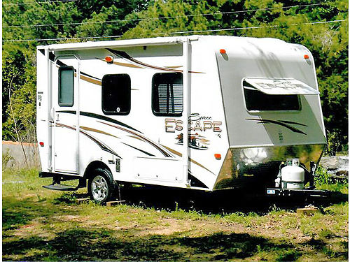 2013 KZ SPREE ESCAPE 14 small lightweight easy to pull 17 feet overall excellent condition 60