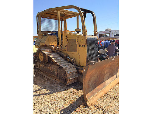 D4H CAT DOZER high track screened in good undercarriage hand steer 29995 662-552-2173 or