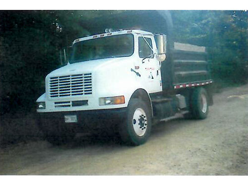 2002 INTERNATIONAL DUMP TRUCK air ride suspension with 10 yd bed 10 speed transmission Caterpilla