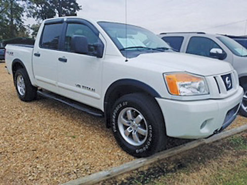 2010 NISSAN TITAN crew cab 4WD Pro-4X off-road package white gray cloth nerf bars vent visor
