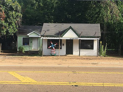 COMMERCIAL LOT WITH 2 BUILDINGS on Hwy 6 in Batesville MS Very busy area good for small tax fina