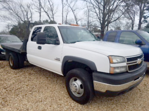 2007 CHEVROLET SILVERADO CLASSIC 3500 ext cab 66 Duramax Allison automatic flatbed new windsh