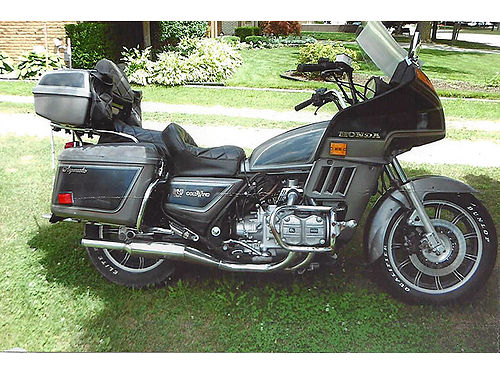 1983 HONDA wing 1100 cc excelllent running condition fully dressed 2 hard saddle bags trunk ne
