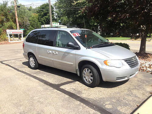 2007 CHRYSLER Town  Country 96k miles stow-n-go navigation only 6999