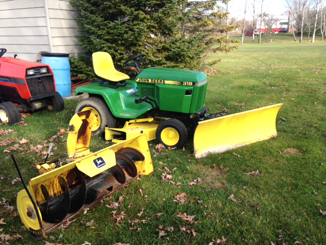 JOHN Deere 318 18 HP Onan hydro ps 50 cut 50 blades or snowblower 2875