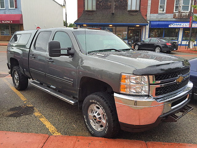 2011 CHEVY 2500 HD crew cab duramax rust proofed undercoated spray in bed liner HID headlight