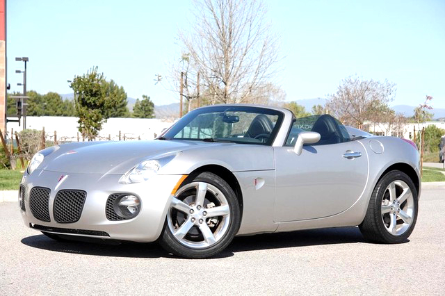 2007 PONTIAC Solstice convertible 125000 miles spotless financing available silver with black
