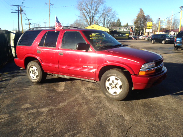 2002 CHEVY S-10 Blazer low miles 43 liter V6 4x4 loaded nice 600 down