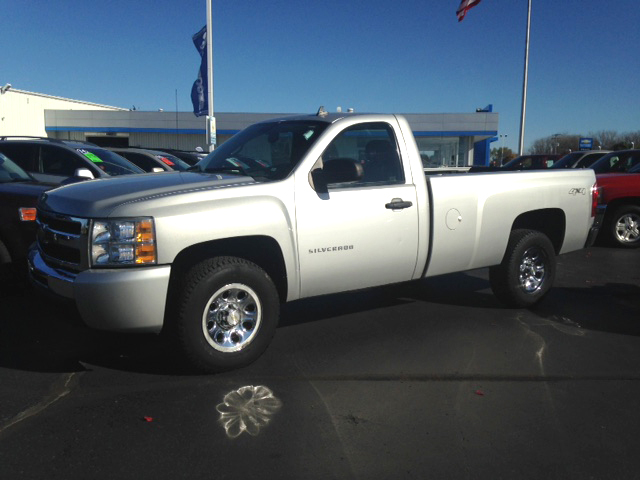 2010 CHEVY Silverado 1500 7-251673A long box 4x4 regular cab new tires would make a great plo