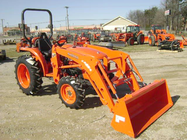 2015 KUBOTA L2501 DT 25 HP 3 cylinder DSL 4WD ps gear loaded 66 bucket only 17195 ask a