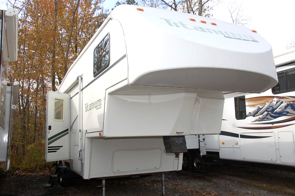 2002 GLENDALE Titanium 29 E 34 fifth wheel 12900