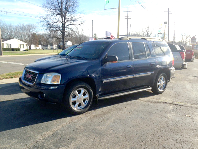 2003 GMC Envoy XL 4x4 low miles 3rd row seating leather and loaded 800 down