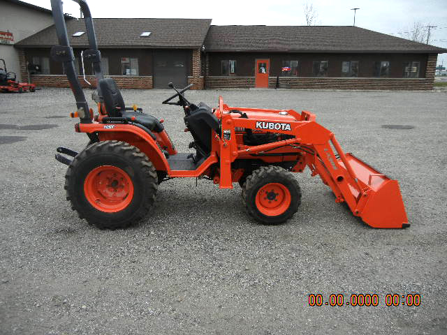 2004 KUBOTA B7610HSD with loader one owner 24 HP diesel 4WD hydro ps completly serviced low