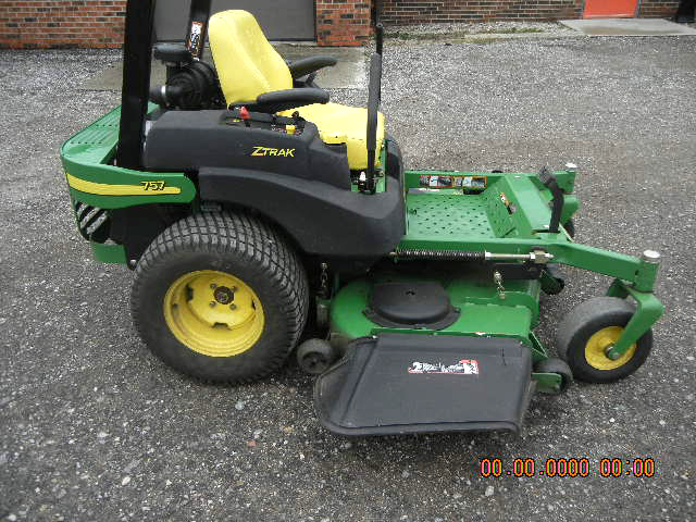 2006 JOHN Deere 757 heavy duty zero turn mower 25 HP 2 cycle Kawasaki gas engine deluxe high back