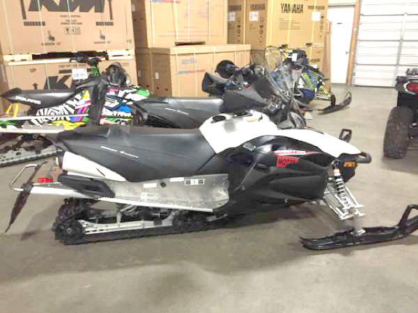 2014 YAMAHA RS Vector only 102 miles like new with extras 0 down financing available only 8977