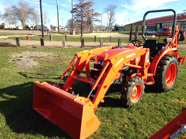 NEW Kubota L2501HST diesel 4WD PS hydro transmission Ag tires loader 66 bucket 75 max dig
