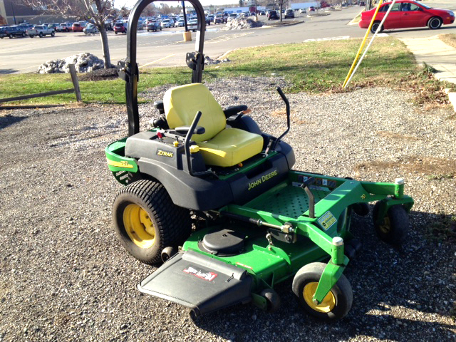 2006 JOHN Deere 757 25 HP gas with HD air cleaner 60 7 iron deck deluxe seat low hours only 4