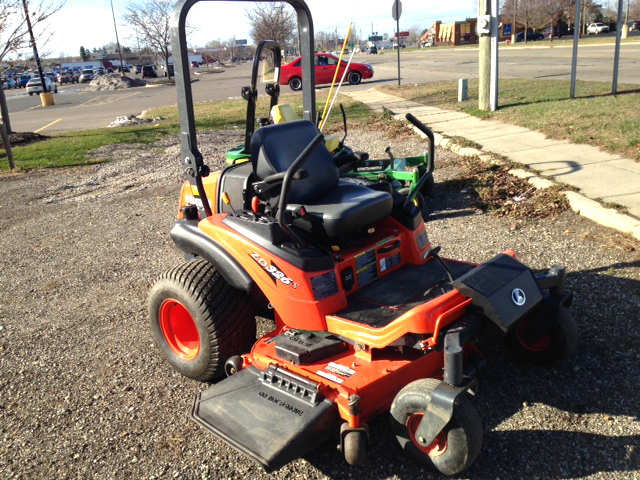 2013 KUBOTA ZD326S-60 26 HP 3 cyc Kubota liquid cooled diesel deluxe suspension seat under 150 ho
