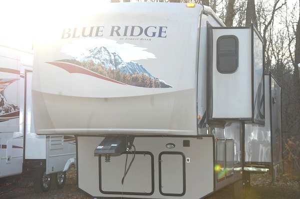 2011 FOREST River Blue Ridge fifth wheel 3025 RL 24900