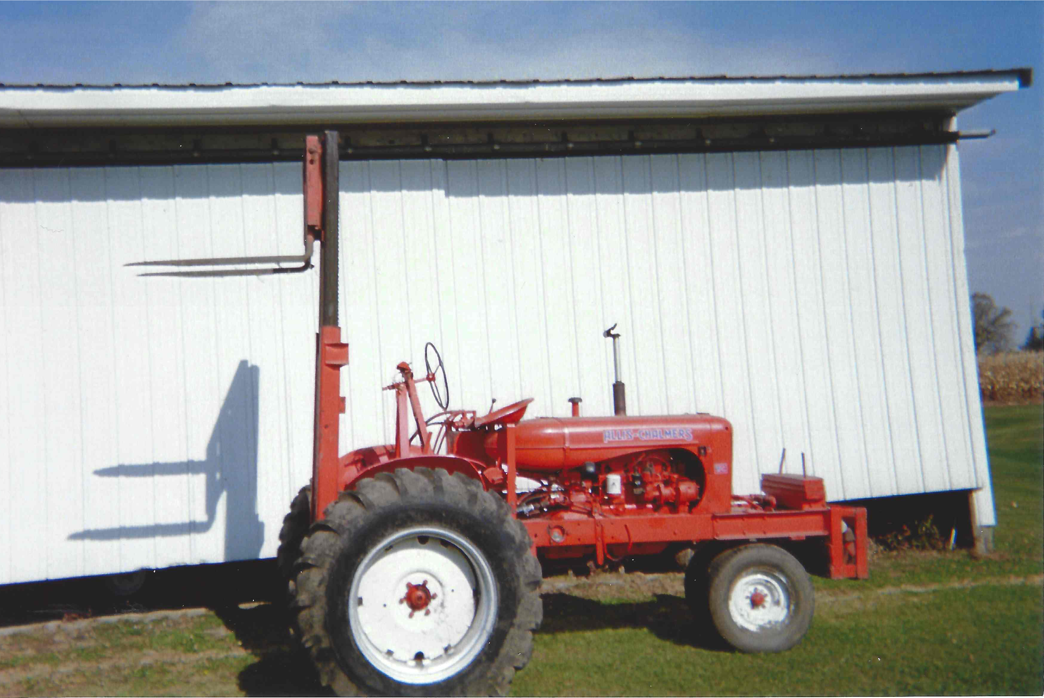 1948 TRACTOR and Forklift 2WD power steering good tires runs great excellent condition 5000