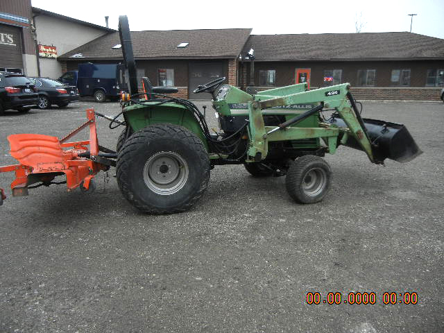 1988 DEUTZ 5220 tractor with loader and mower 26 HP diesel 4WD power steeriong 12 speed gear tra