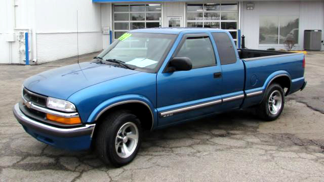 2000 CHEVY S-10 67351 extended cab 4 cylinder alloys 2999