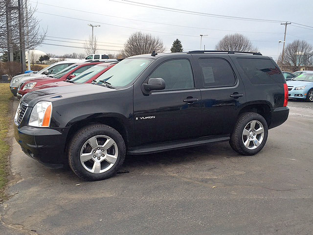 2008 GMC Yukon extremely clean new tires 12900