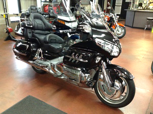 2007 HONDA Goldwing lots of chrome nice call for details