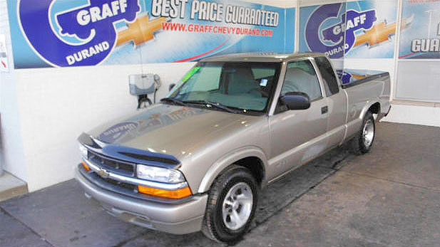 2000 CHEVY S-10 7-124445A 29 MPG-Hwy only 1000593 miles ext cab 3900