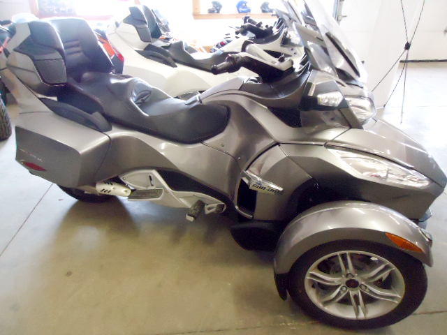 2011 CAN AM Spyder RTS SE5 semi auto low miles excellent condition only 16995