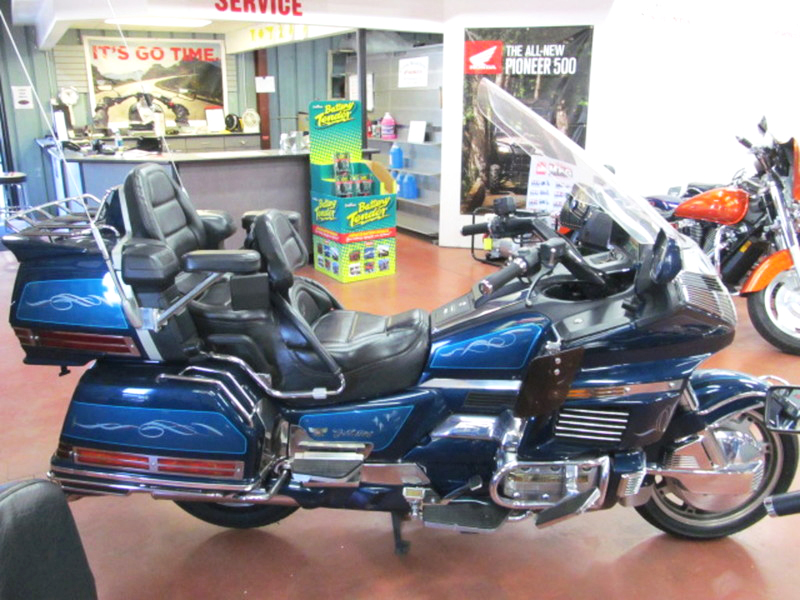 1994 HONDA Gold Wing call for details